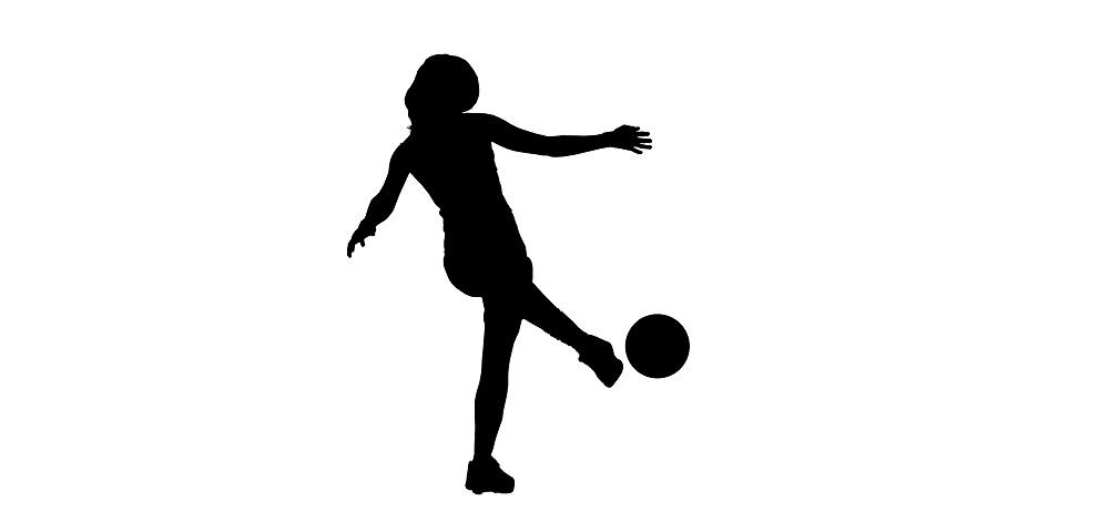 Silhuette einer Frau mit einem Ball am Fuß. Frauenfußball.